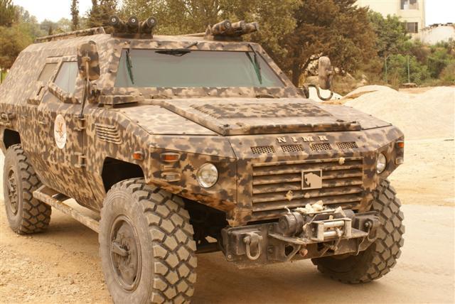 قادة الجيش الجزائري يتباحثون مع وزير شؤون الرئاسة في الإمارات