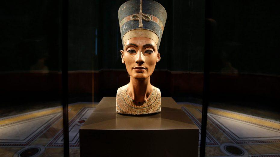 الأمن يجهض محاولة تهريب تمثال ملكة فرعونية بأم البواقي