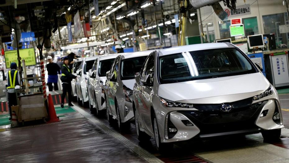 أزمة السيارات تتواصل في الجزائر ووزارة الصناعة ترفض اعتماد الوكلاء