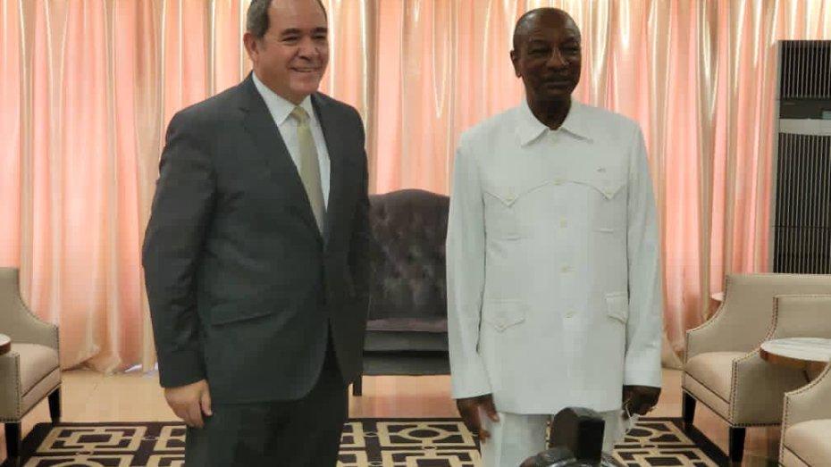 حظي وزير الشؤون الخارجية، صبري بوقادوم، اليوم الجمعة، باستقبال من رئيس جمهورية غينيا، ألفا كوندي في إطار جولته الإفريقية.