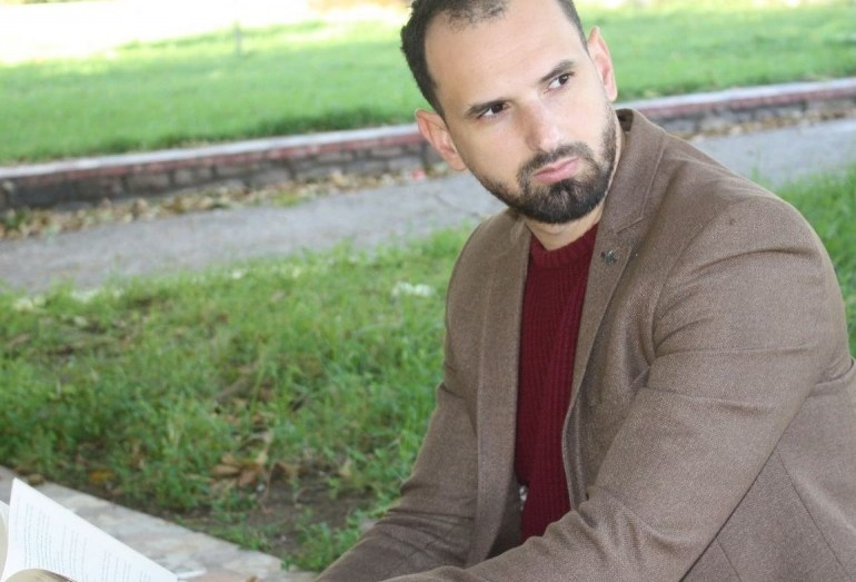 الروائي الجزائري عبد اللطيف ولد عبد الله يصل القائمة القصيرة لجائزة البوكر