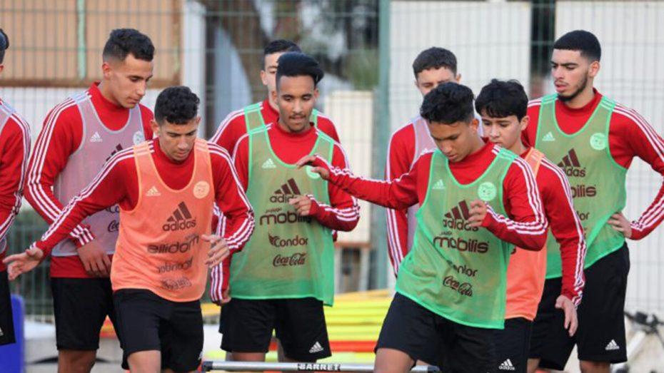 """المنتخب الجزائري: هذا ما حدث للاعبين بعد قرار إلغاء """"كان"""" المغرب"""
