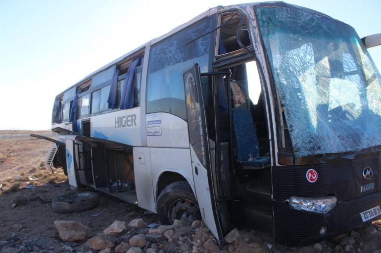 انقلاب حافلة يسفر عن وفاة شخص وجرح 19 آخرين