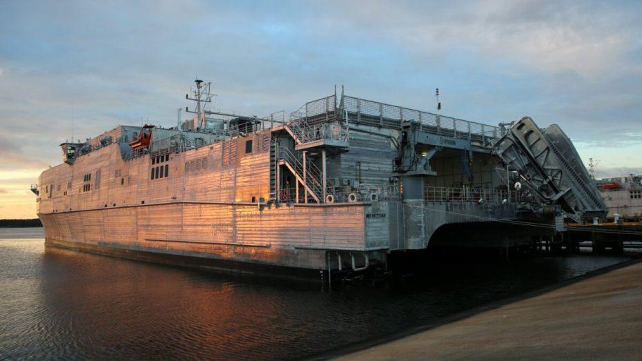 سفينة حربية أمريكية ترسو بميناء الجزائر