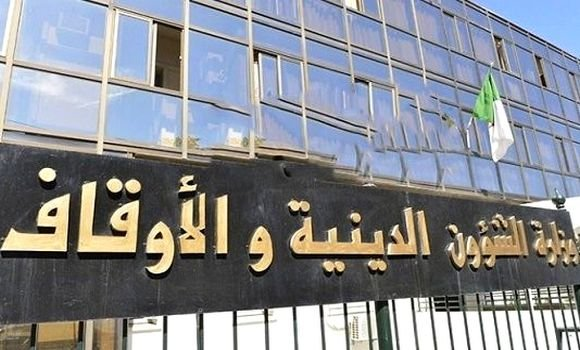 وزارة الشؤون الدينية تصدر بيانا بشأن التجمعات في عيد الفطر