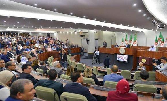 أمر رئاسي بتخفيض عدد مقاعد المجلس الشعبي الوطني إلى 407