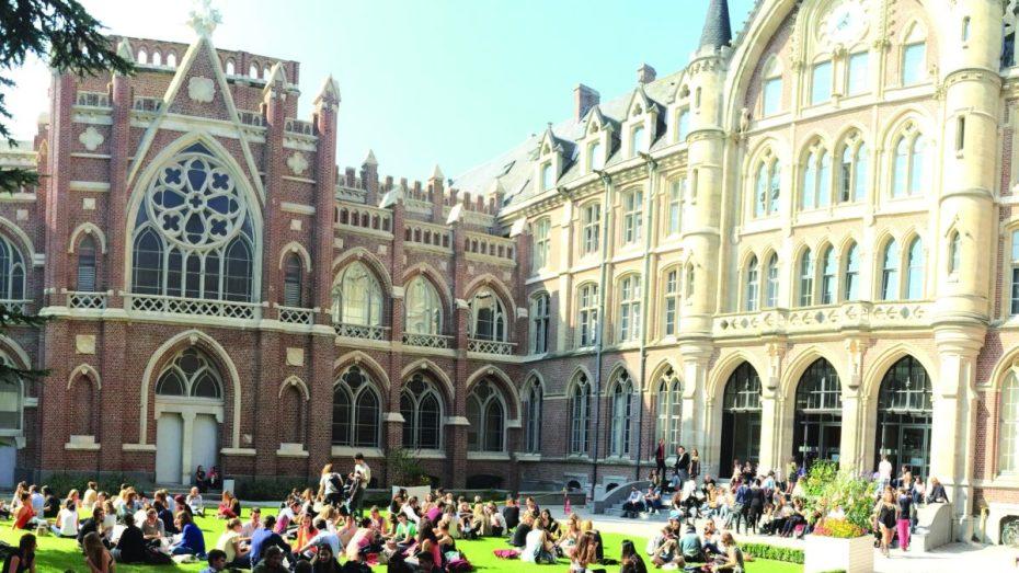 الجزائر تحتل المرتبة الأولى في عدد طلبات الدراسة بفرنسا