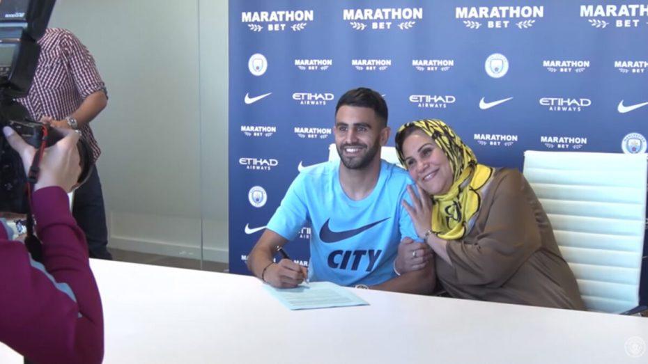 بالفيديو.. بهذه الطريقة تتابع والدة محرز مبارياته في الدوري الإنجليزي المُمتاز