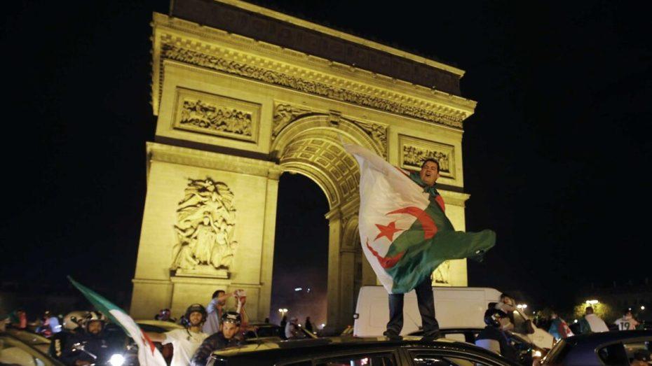 العلم الجزائري المستهدف الأول.. فرنسا تحظر رفع الرايات الأجنبية