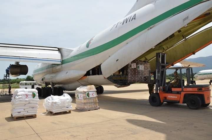 إرسال 60 طنا من المساعدات الجزائرية إلى النيجر