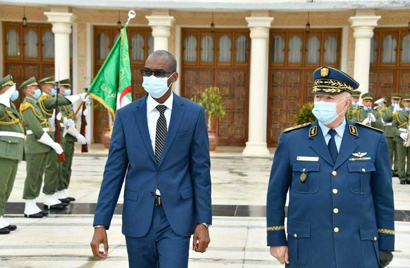 الأمين العام بالنيابة لوزارة الدفاع يستقبل وزير الدفاع المالي