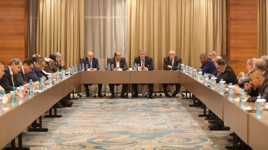 """عمارة رئيس الـ""""فاف"""" يجتمع برؤساء الأندية الجزائرية المحترفة لكرة القدم"""