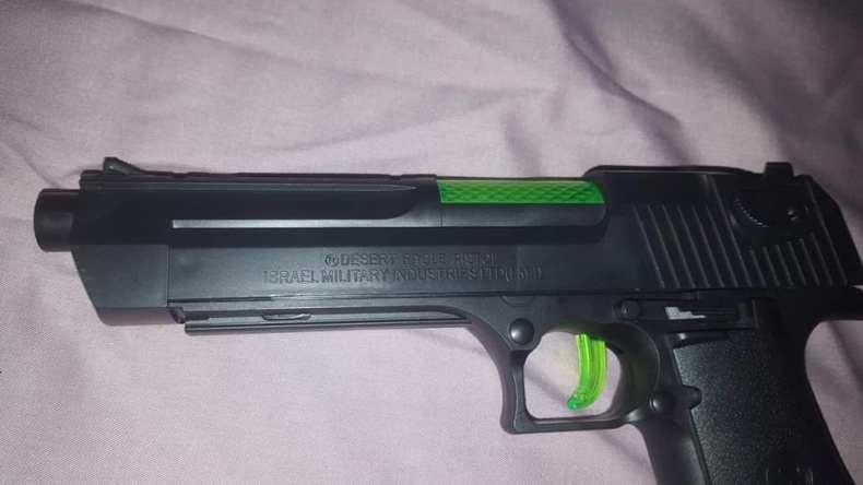 في قضية فجّرتها إحدى المنظمات الجزائرية.. مسدّسات صهيونية في الجزائر