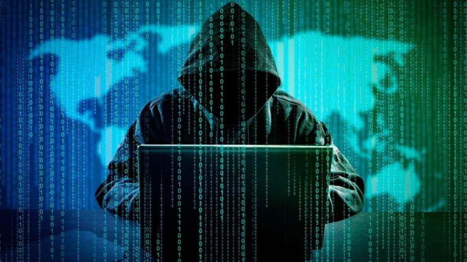 """وزارة التعليم العالي تحذر من استغلال بيانات """"فيسبوك"""" بعد قرصنة موقع """"لينكد إن"""""""