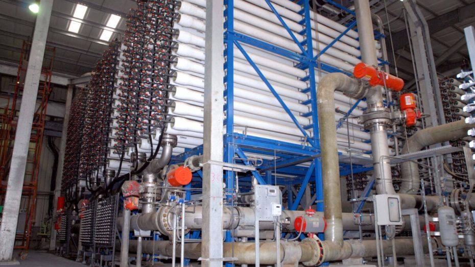 تشغيل 4 محطات لتحلية مياه البحر بالعاصمة وتيبازة