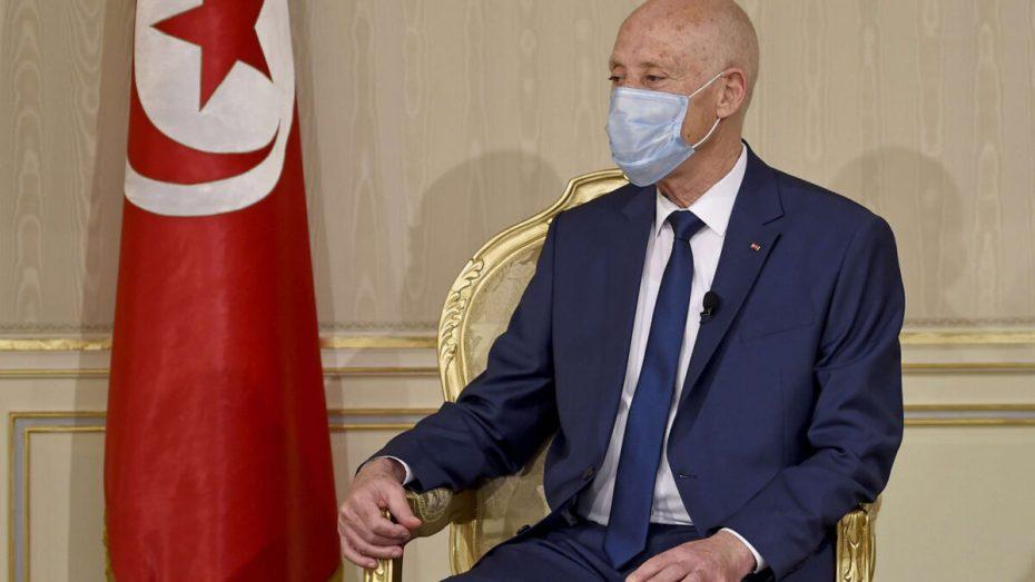 قيس سعيد يستشهد بشهداء الجزائر في رده على رواية الانقلاب