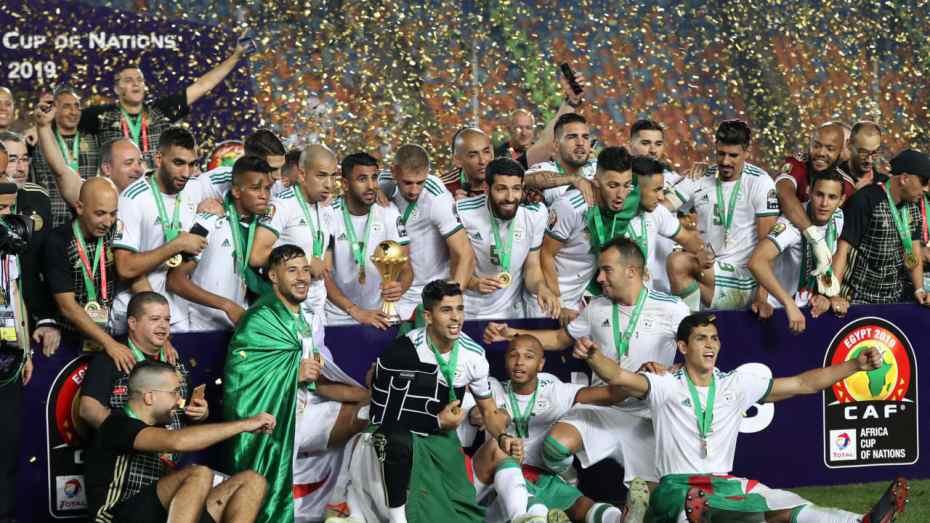 الجزائر تستعيد الذكرى الثانية للنجمة القارية الثانية