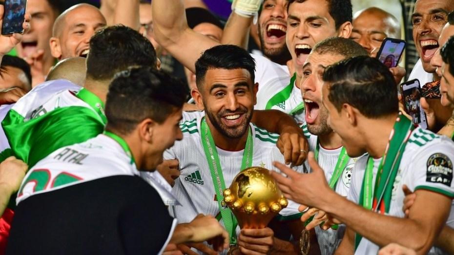 """المنتخب الجزائري يتّجه لمواجهة نظيره المصري مُبكرا في """"كان"""" الكاميرون"""