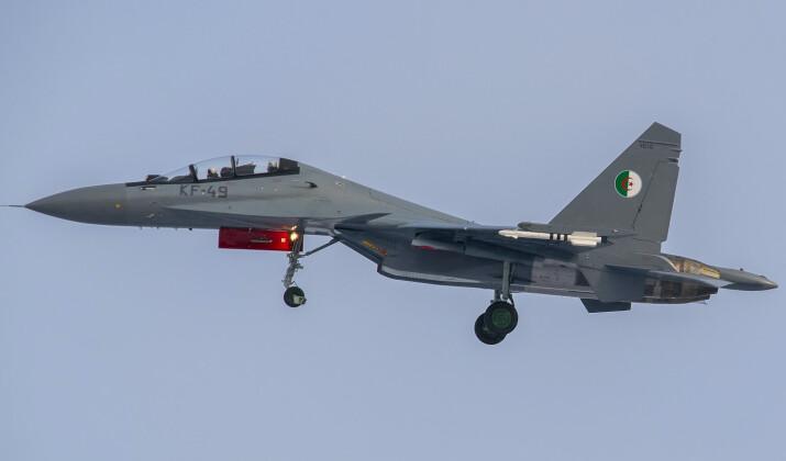 """لهذه الأسباب فضلت الجزائر المقاتلة الروسية """"سو 30"""" على الفرنسية """"رافال"""""""