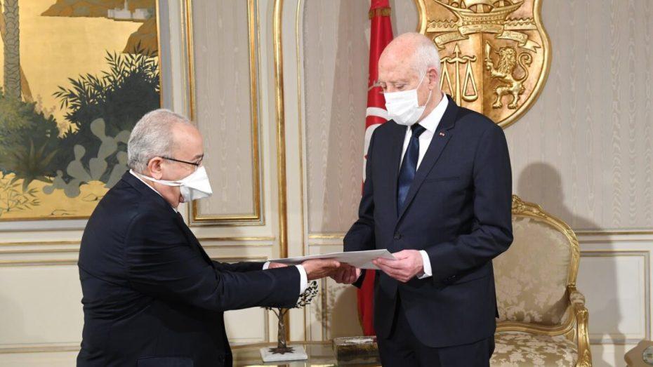 قيس سعيد يؤكد حرص تونس على مواصلة التنسيق والتشاور مع الجزائر
