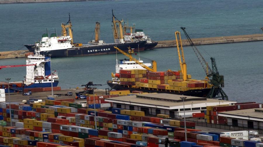 وزارة النقل: الممارسات البيروقراطية سبب اكتظاظ الموانئ