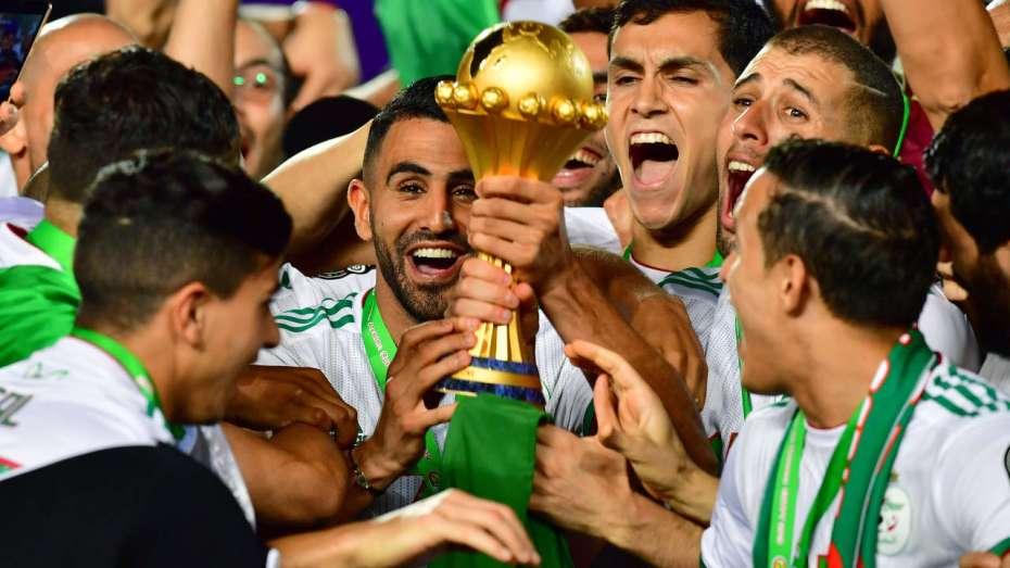قائمة تكشف رواتب 10 لاعبين من المنتخب الجزائري الأعلى دخلا حاليا