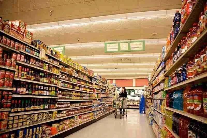 In Toscana la guerra dei prezzi tra Coop, Conad ed Esselunga fa bene ai consumatori