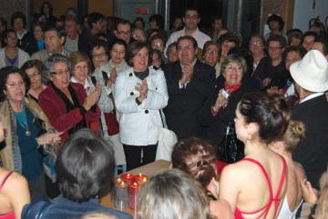 No final, o público apagou as 6 velas da noite e cantou os parabéns ao Centro Cultural