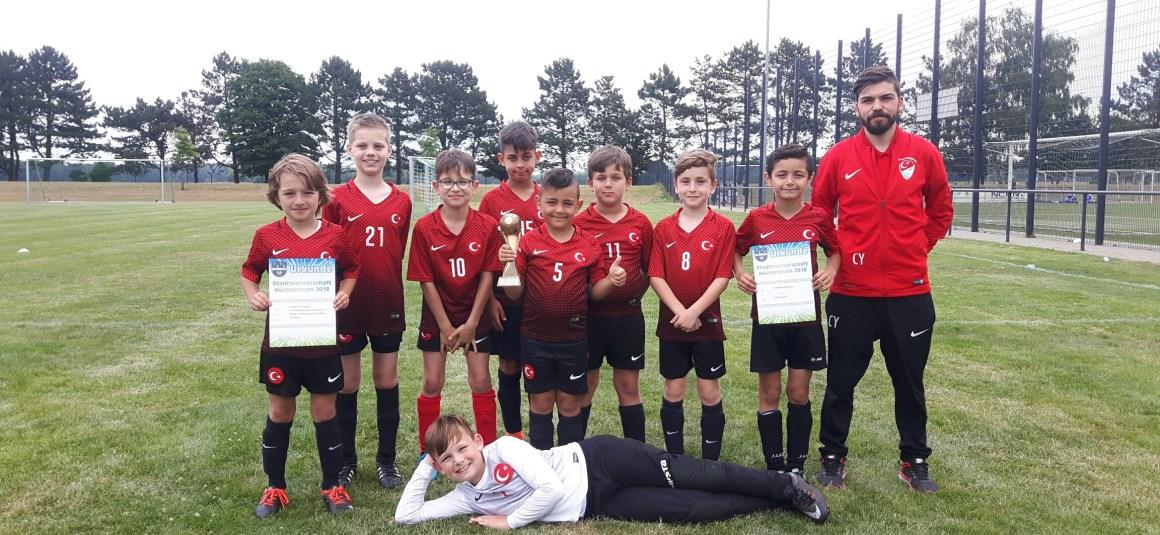 F- und E-Jugend absolvieren die Junioren Stadtmeisterschaft in Brachelen mit dem 2. Platz