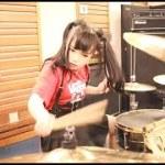【海外】「本気を出した日本人は手に負えん」激しい洋楽メタルをドラム演奏する日本人の女の子を海外絶賛!