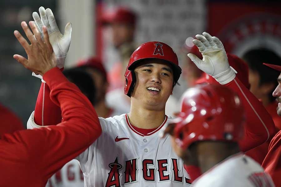 【海外】「ベースボールの神だ!」先発で勝利投手となった翌日に1試合2本塁打を放つ大谷選手の活躍に米国熱狂!