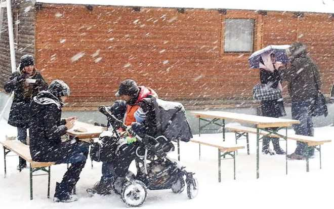 Lunch in snow on Naplavka