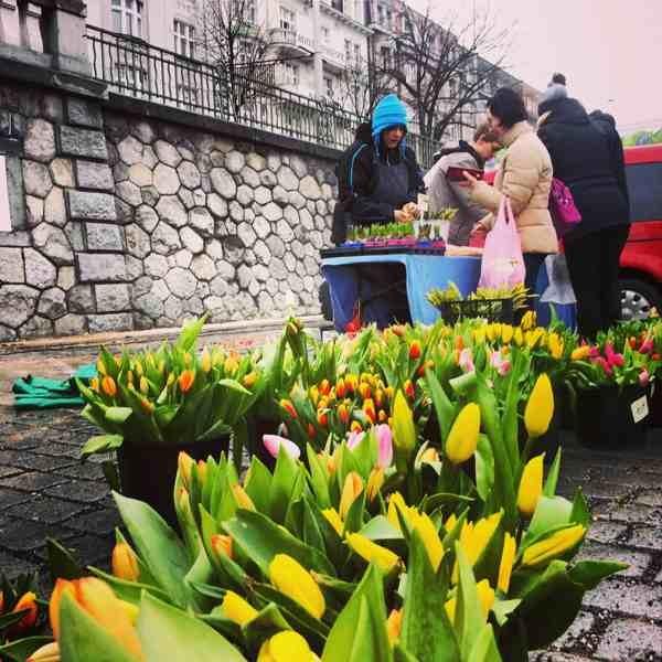 Naplavka_flower_seller