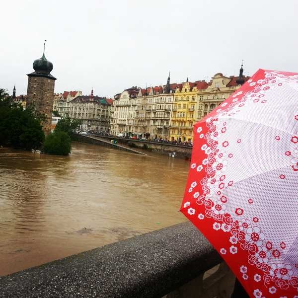 RadkaZimovaK_Umbrella_on_JiraskuvMost