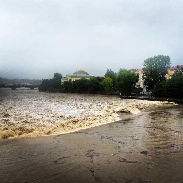 RadkaZimovaK_muddy_Vltava_water