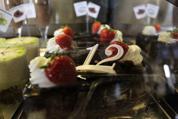 CafeSlavia_Prague_CakesWithStrawberries_RadkaZKing2015