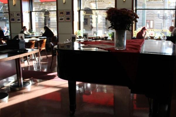 CafeSlavia_Prague_Piano_RadkaZKing2015