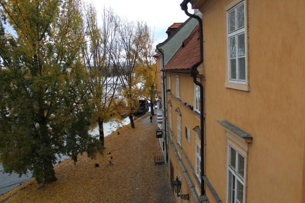 VltavaKampaRiverbank_PragueSmallTown_ViewFromCharlesBridge_RadkaZKing2015