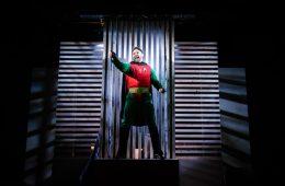 Superhero southwark playhouse (c) Alex Brenner