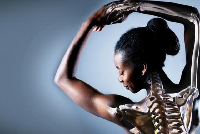 Santé des os &quot;height =&quot; auto &quot;data-recalc-dims =&quot; 1 &quot;/&gt;</span></p><h4><strong>8. Réduit la douleur de la gorge</strong></h4><p>Les figues peuvent aussi aider à réduire les problèmes de gorge, tels que les maux de gorge, etc. Tout cela est dû à la nature apaisante des figues et les jus présents peuvent aider à soulager la douleur dans la région des cordes vocales. <strong>(<a href=