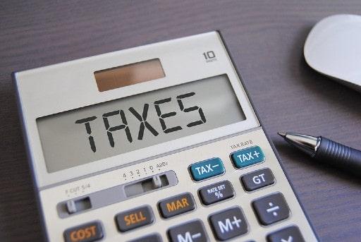 ネットカジノの儲けで違法とならないために税金の基準を知る