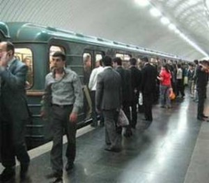 Bakı metrosunda dəhşət: qatarın altında qalıb öldü