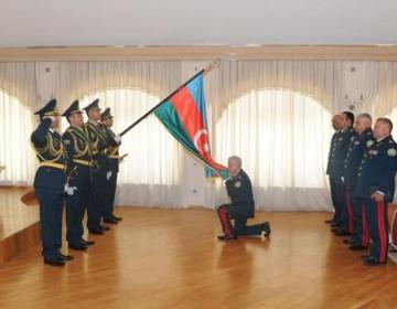 İşdən çıxarılan general BELƏ YOLA SALINDI – FOTO