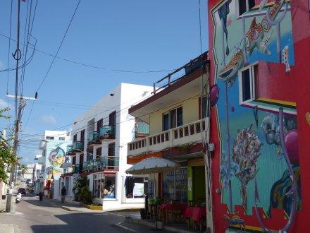 Mooie muurschilderingen in de straatjes op Isla Mujeres