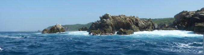 Rotsige Steen houdt het hoofd boven water. Mazunte