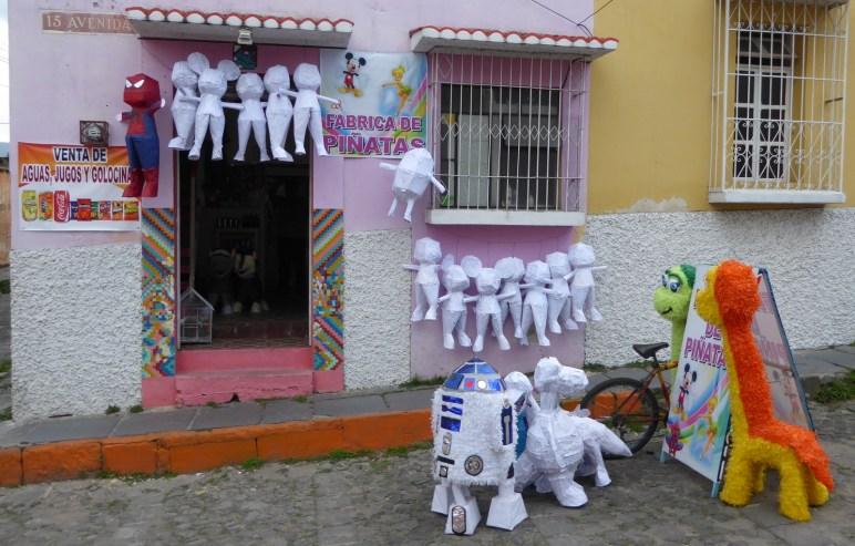 Heiligschennis ;-) R2D2 kapot slaan... we sturen master Yoda op ze af. Xela