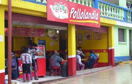 Gefrituurde kip is er echt in elk dorpje te koop! Prima anti-kater kuur ook en dat is wel nodig hier in Todos Santos