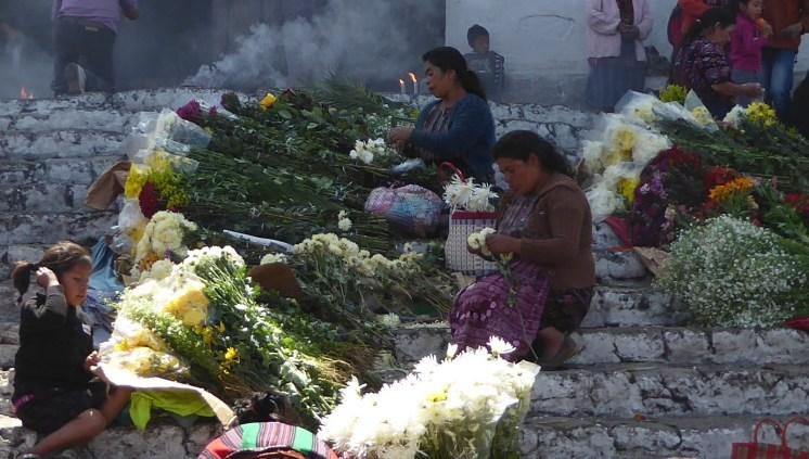 Zijn de Maya's al klant van de blomenveiling in Aalsmeer. Chichicastenango