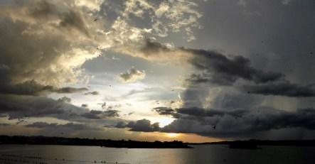 Zonsondergang vanuit ons hotel in Flores.