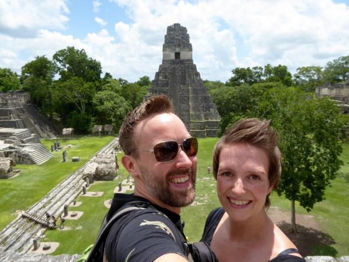 Hep'ie us bovenop templo II. Tikal